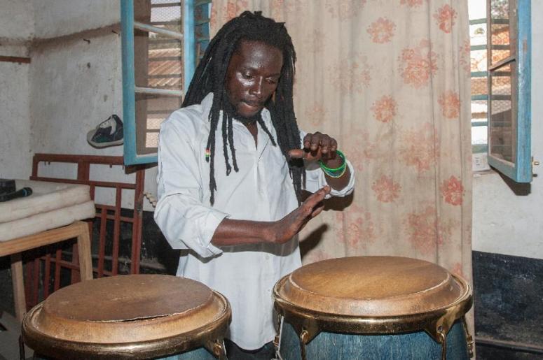 Malwai drummer
